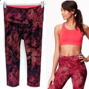 Old Navy Active HighWaist Compression Crop S Petit